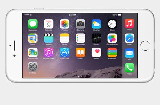 iPhone 6 Plus má velký 5,5palcový displej, dávající nové možnosti iOS