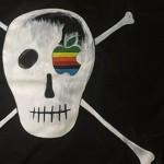 Susan Kare prodává repliky pirátské vlajky Applu