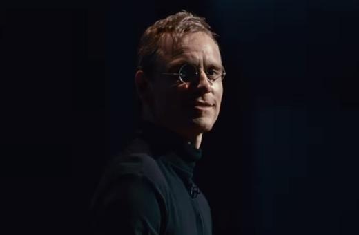 První trailer filmu Steve Jobs ukazuje Michaela Fassbendera v hlavní roli