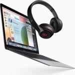 Studentům Apple při návratu do školy nabízí levnější počítače a k nim sluchátka Beats