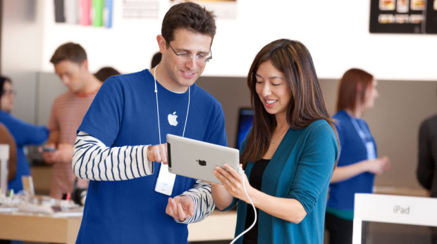apple-store-employee