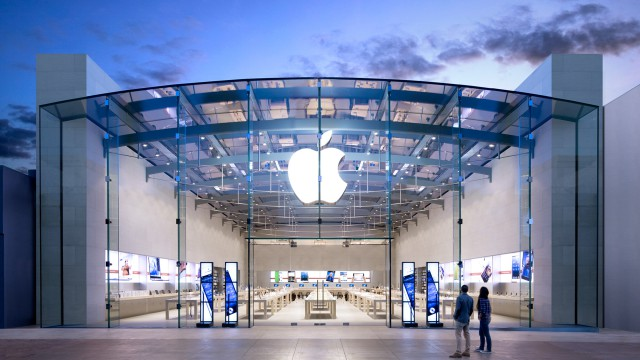 apple-store-santa-monica-logo-building