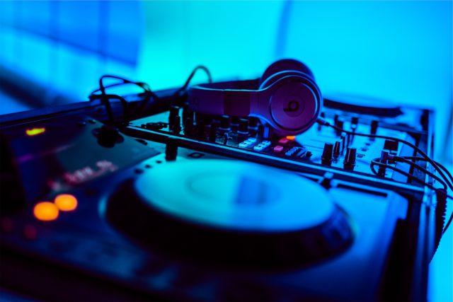 beats-headphones-music