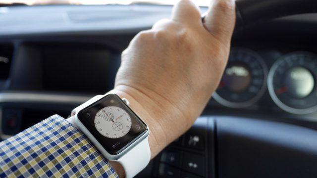 apple-watch-car