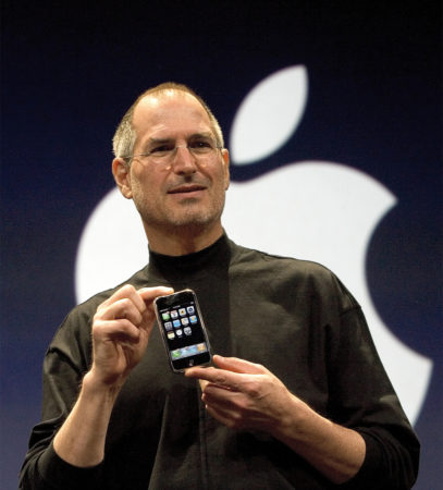 steve-jobs-iphone1stgen