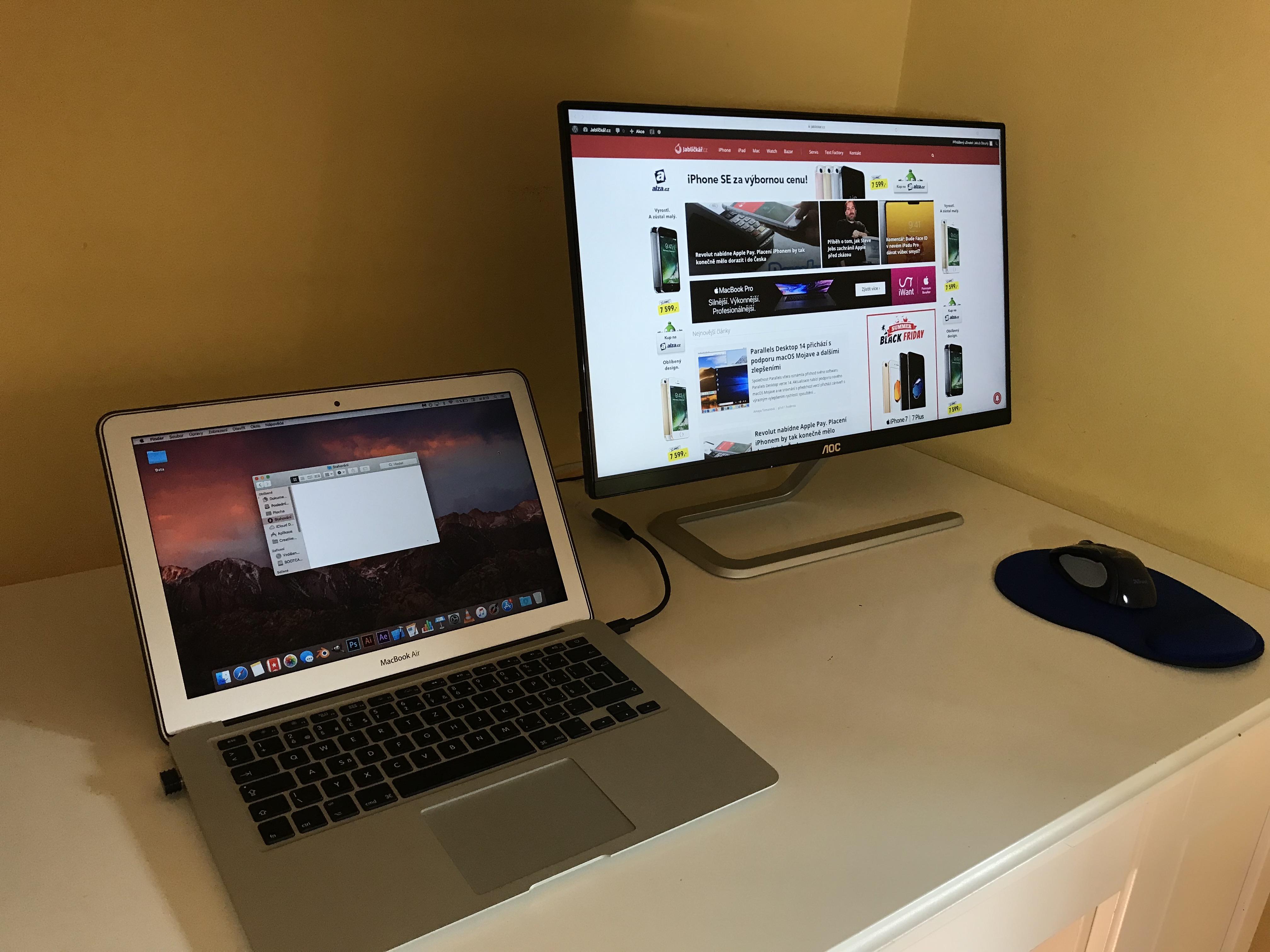 Připojte více monitorů k Macbooku pro